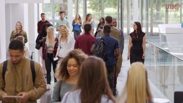 ¿Eres estudiante universitario o maestro y quieres mejorar tu inglés?